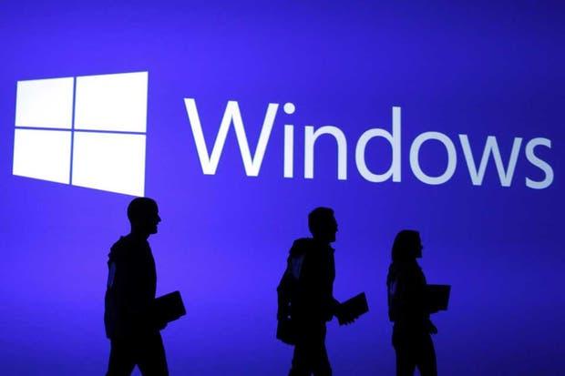 Un grupo de empleados de Microsoft durante el lanzamiento de Windows 8 en Nueva York, en octubre del 2012