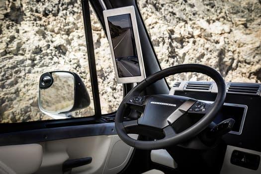 Una vista del interior de la cabina del camión autónomo de Daimler. Foto: Gentileza Daimler