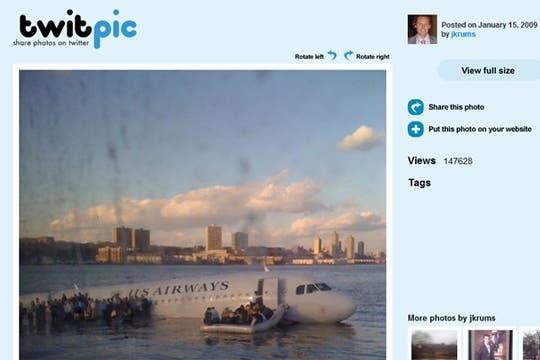 """""""Estoy en el ferry que va a rescatar a los pasajeros"""" http://twitpic.com/135xa. Foto: Gentileza jkrums / TwitPic"""
