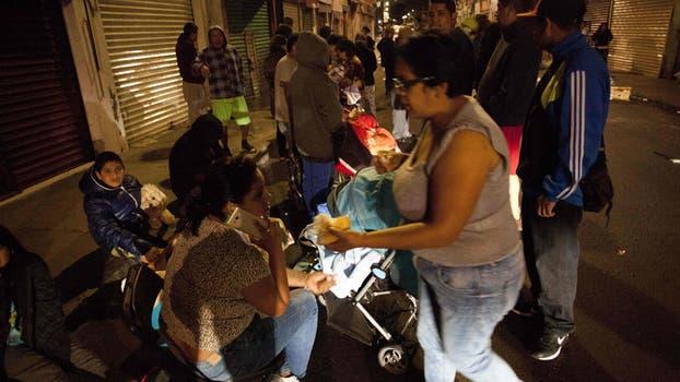 Cientos de personas salieron a las calles de ciudad de México luego del temblor.