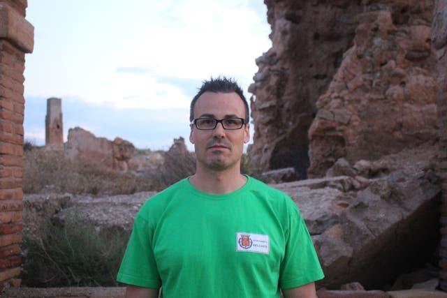 Juan Galindo Simón tiene 36 a?os y trabaja en el municipio de Belchite. Quiere que el pueblo sea restaurado y preservado