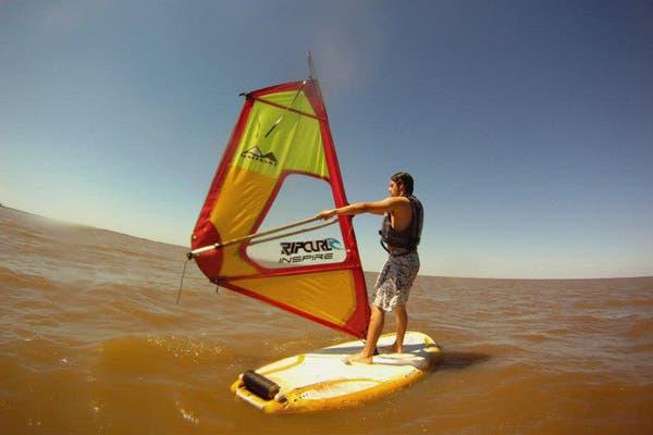El Windsurf genera una mezcla de todas las sensaciones juntas: relajación, tranquilidad, adrenalina y velocidad. Foto: Gentileza Escuela Perú Beach