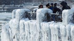En fotos: las cataratas del Niágara, congeladas por la ola de frío extremo en EE.UU. y Canadá