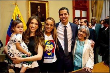 Guaidó es padre de una niña de un año y fanático aficionado del béisbol