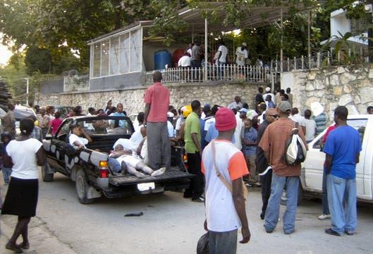 Heridos que se acercaron a las oficinas de Médiicos sin Frontera.. Foto: AP