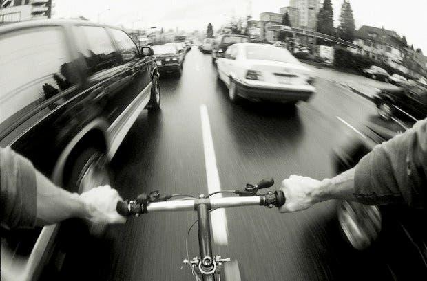 Hartos de los embotellamientos y de pagar $5 por un litro de nafta, nos arremangamos los pantalones para investigar como elegir una bicicleta con la que movernos con estilo por Buenos Aires.