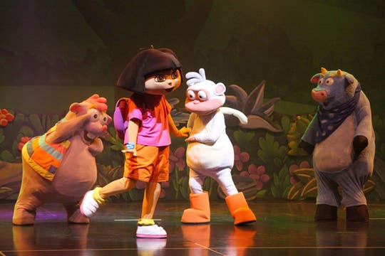 Dora, la exploradora. El personaje de la televisión se sube a las tablas para compartir con los chicos sus aventuras. En el teatro El Nacional.. Foto: Burson Marstellers