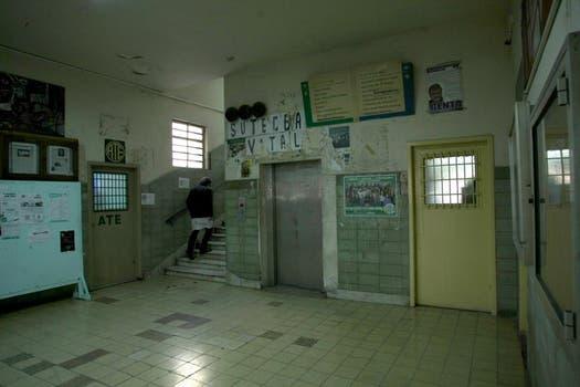 Otra vista del hall del Borda. Foto: lanacion.com / Guadalupe Aizaga