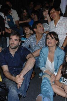 Figuretti. Sí, atrás de la pareja protagonista está Pablito Ruiz..