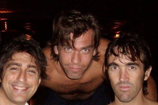 Según Muy, el nuevo hombre de Flor Peña sería Ramiro Ponce de León (el que se ubica en el medio en la foto). Foto: Facebook