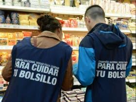 Inspectores de Mirar para Cuidar recorrieron supermercados constatando precios