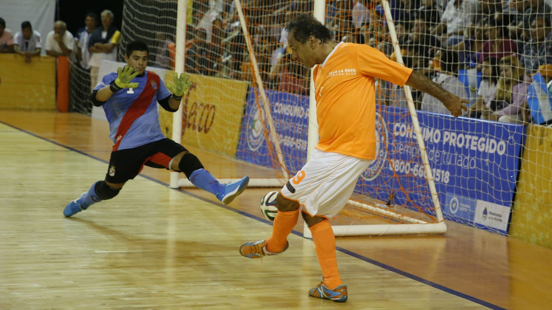 Massa criticó a Scioli por jugar al futsal foto: Archivo
