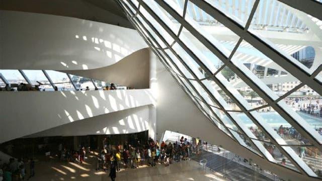 Las obras de Calatrava suelen encantar a sus visitantes, como aquí en el Museo del Mañana en Río de Janeiro.