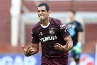 Lanús venció a Atlético Rafaela sobre la hora con un polémico penal y sigue como sólido líder de la Zona 2