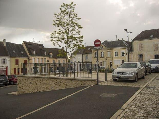 Authon-du-Perche es una localidad ubicada a unos 150 kilómetros de París
