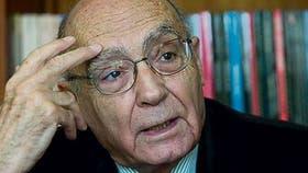"""""""A nadie se le puede quitar el miedo a la muerte, pero escribir o leer sobre ella es un buen ejercicio de simulación"""", dice el autor portugués"""