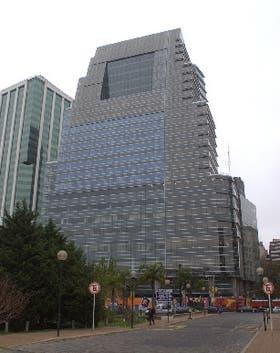 La torre Bouchard Plaza