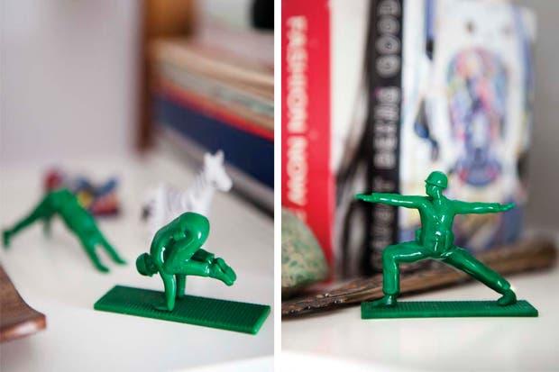 Los soldaditos que hacen posturas de yoga fueron un regalo de Diego para Monique. Foto: Inés Tanoira