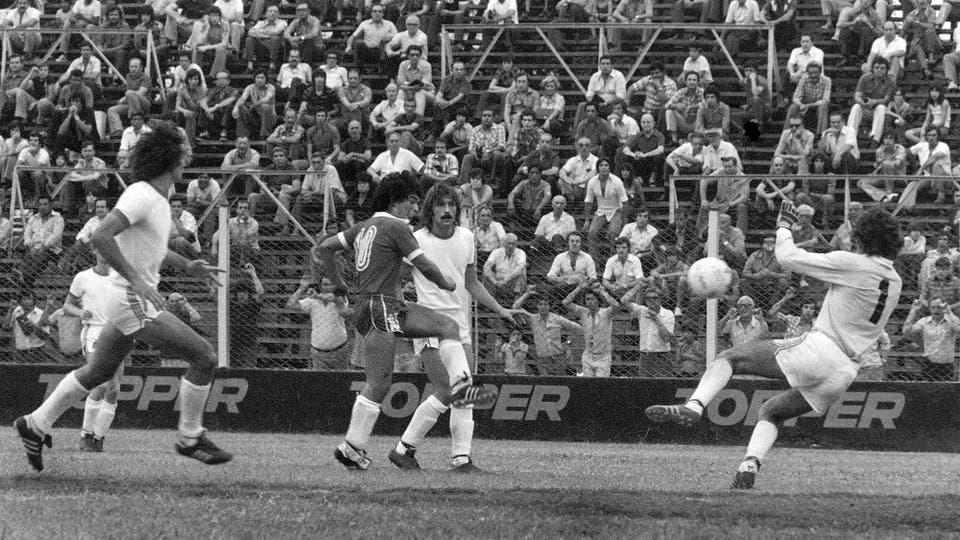 18-12-1977: contra Unión hizo un gol en la victoria por 4 a 1. Foto: LA NACION
