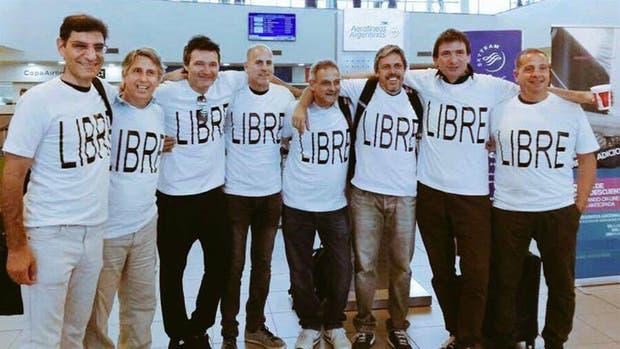 La imagen del grupo de amigos antes de partir hacia EE.UU.