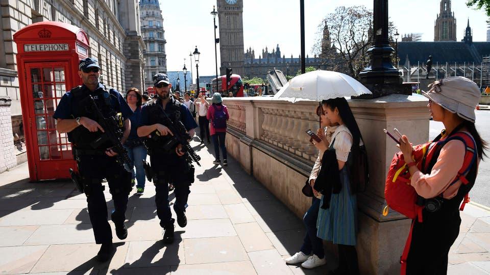 Reino Unido amaneció blindado tras elevar la alerta a estado crítico; varios de los 59 heridos siguen graves. Foto: AFP