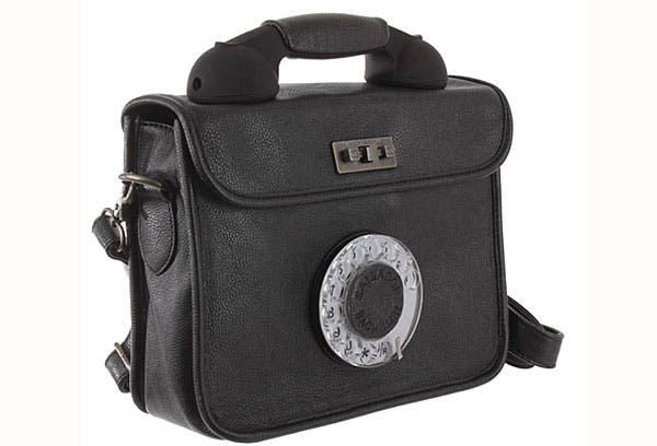 ¿Comprarías este bolso con un disco de teléfono?. Foto: Compradiccion.com