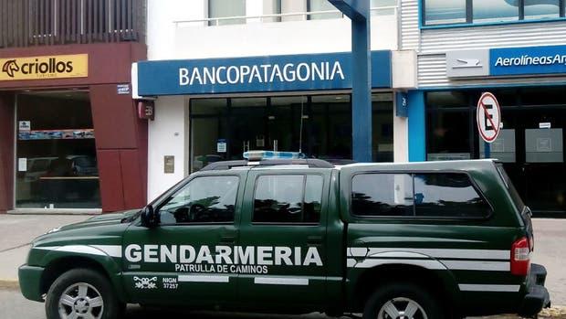Hotesur: allanan tres bancos en Calafate