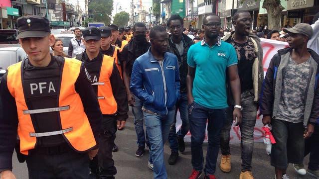 Inmigrantes ilegales se enfrentaron con La Metropolitana