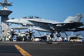 En el Mediterráneo, los portaaviones norteamericanos se preparan para lanzar misiles contra blancos sirios