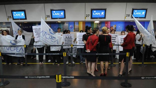 Por una medida gremial, desde el jueves habrá un paro total en los vuelos de LATAM