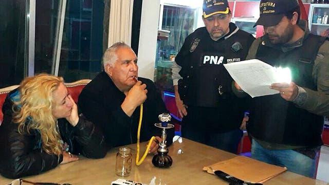 En el momento de la detención el pasado 26 de septiembre, Medina siguió fumando narguile como si nada ocurriera