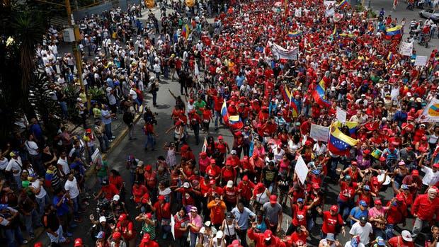 Venezuela en la calle oposición y chavismo se manifiestan en todo el país