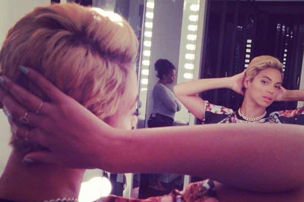 La cantante subió las imágenes con su nuevo look a Instagram y a sus seguidores les encantó