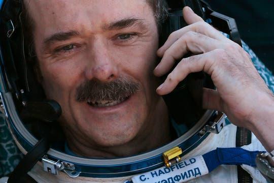 El astronauta Chris Hadfield de Canadá luego de aterrizar. Foto: Reuters