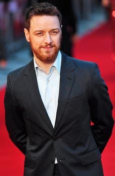 No le queda nada mal la barba al escocés McAvoy poses, ¿cierto?. Foto: AFP