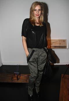 La ex Farsantes, Julieta Cardinali, también estuvo en la galería apreciar la obra del artista. Foto: Gerardo Viercovich