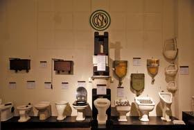 La historia del inodoro también se exhibe en el interior del Palacio donde hay ejemplares de los más variados e insólitos