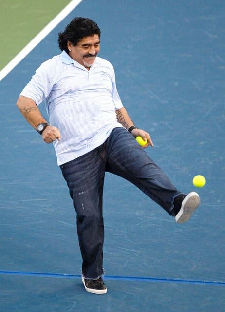 Juan Martín Del Potro y Diego Maradona pelotearon en el Abierto de Dubai.  /Sport360