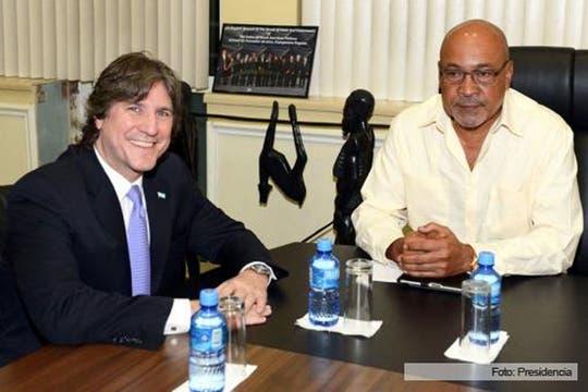 Junto al presidente de Surinam. Foto: Télam