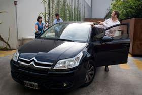 Matilde Madariaga, Mariano Otero y Leandro Coppari trabajan en la misma empresa y comparten auto