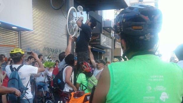 Ciclistas reclamaron justicia