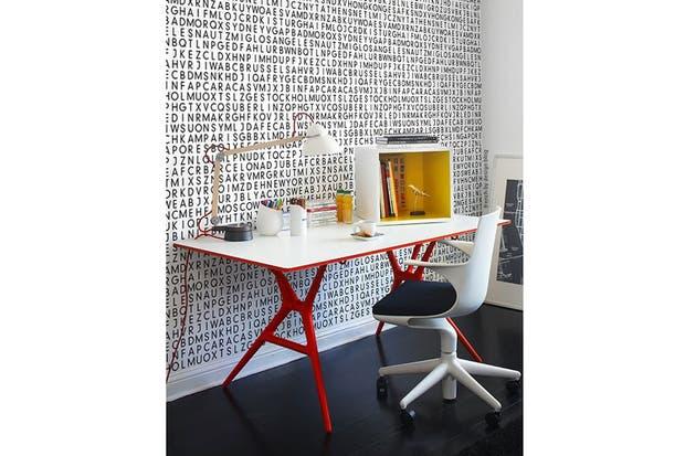 En blanco y negro, con detalles de color en tonos fuertes (rojo y amarillo). Foto: frenchbydesign.