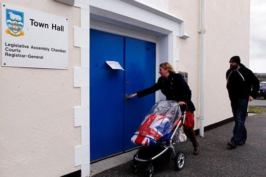 La votación se realiza en un clima  probritánico. Foto: Reuters