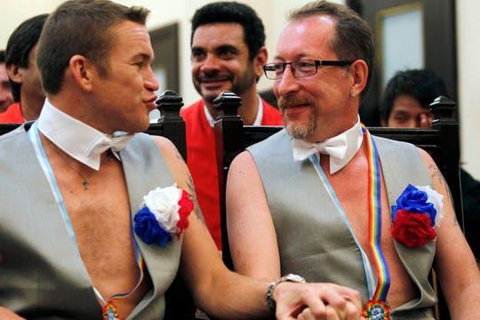Los rusos Alexander y Dimitri contrajeron matrimonio en la Argentina y pedirán asilo polítco. Foto: Reuters
