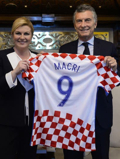 Un gesto de la presidenta Grabar-Kitarovic