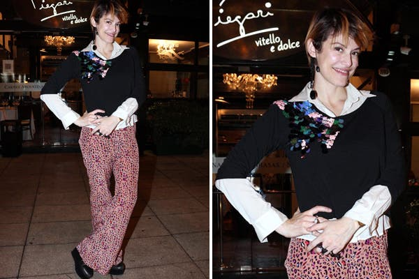 Connie Ansaldi disfrutó de una rica cena en Piegari. ¿Su outfit? Pantalón animal print en colores, sweater tres cuartos bordado y camisa blanca..  Foto:  Foto: Virtual Press