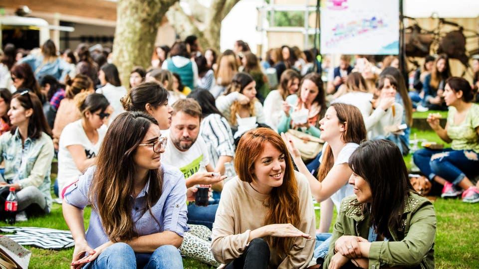 Al aire libre con amigos. Foto: LA NACION / Fernando Dvoskin
