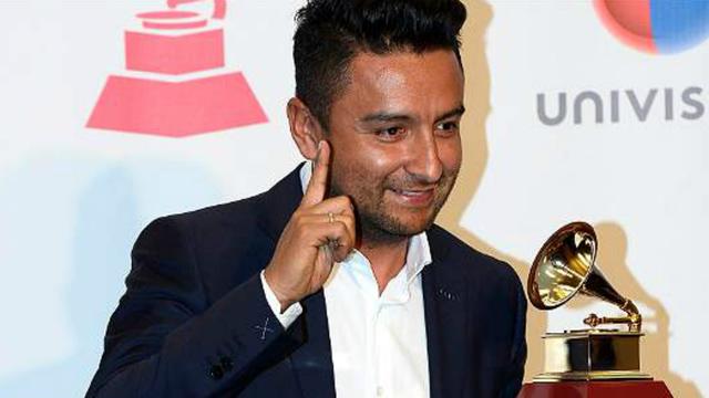Alex Campos, feliz con su Grammy