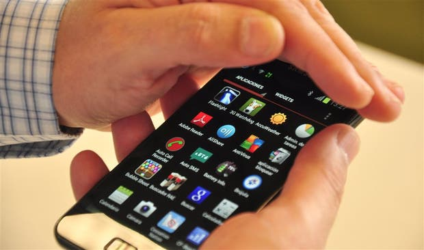 Salvo los celulares, cualquier otro dispositivo electrónico como laptops, tabletas o consolas de videojuegos deberán ir con el equipaje despachado según Royal Jordanian Airlines a pedido de EEUU