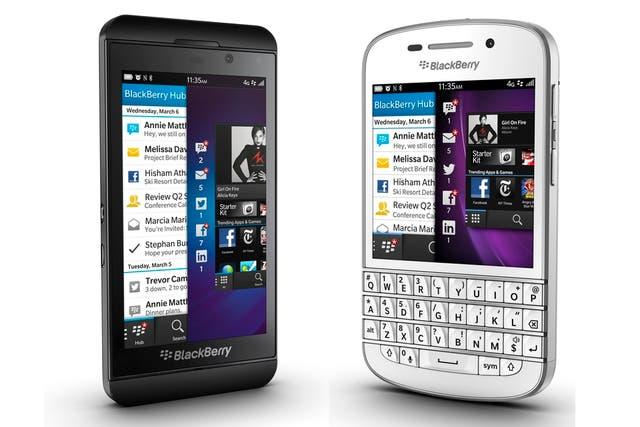 Un BlackBerry Z10 y el Q10, con teclado
